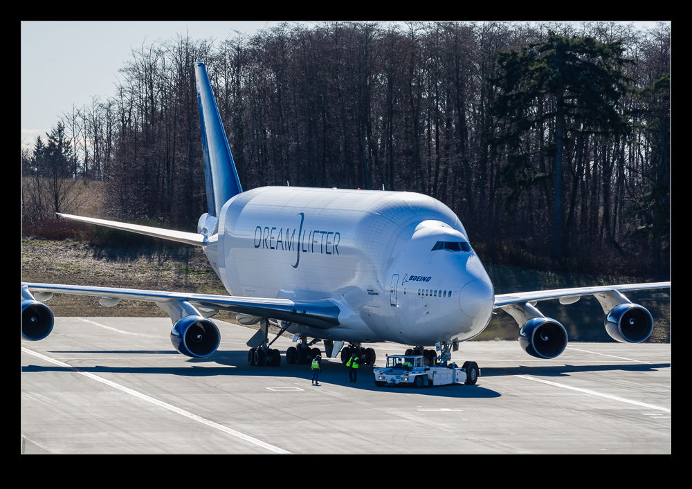 One of My Better Encounters with the Dreamlifter | RobsBlogs